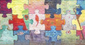 Bunte  Ziegelsteinmauer, Ziegelsteine, Hintergrundbild, Textur